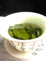 250px-Tea_leaves_steeping_in_a_zhong_čaj_05.jpg